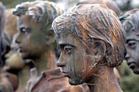 مجسمه های دیدنی 88 کودک کشته شده لیدیتسه (تصاویر)