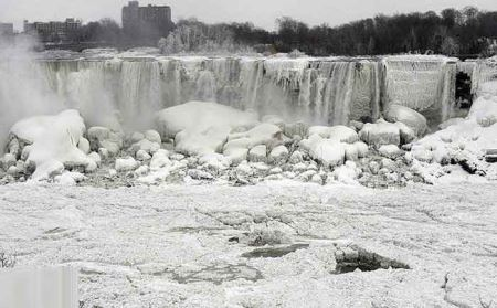 تصاویر شگفت انگیز از آبشار یخ زده نیاگارا
