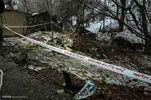 خروج اجساد از بالگرد حادثه دیده (عکس)