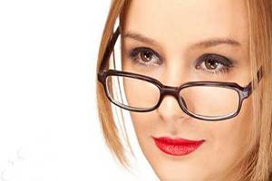 روش های طبیعی برای رفع جای عینک روی بینی