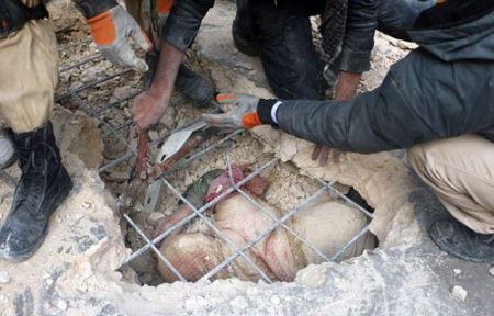 تصاویر نجات معجزه آسای پیرزن 80 ساله