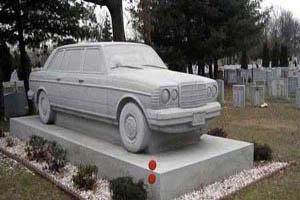 سنگ قبر دیدنی یک میلیاردر (عکس)