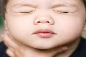 هنگامی که کودک جسمی را می بلعد چه کنیم؟