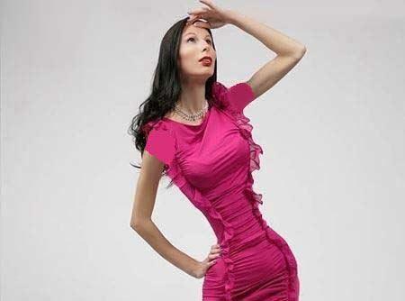 خانمی که با اندامش مردان را خیره می کند (عکس)