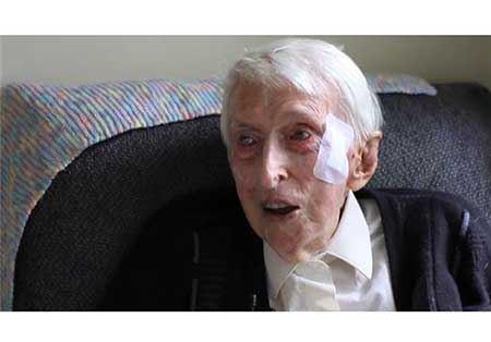 ماجرای جهانی بافندگی پیرترین مرد استرالیایی (تصاویر)