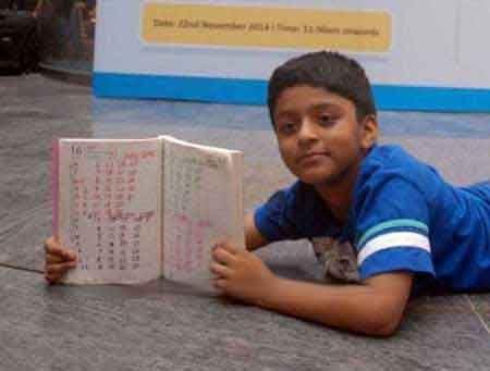 پسر جذابی که نخبه تقویم در دنیاست (عکس)
