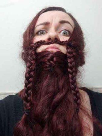 هنرنمایی زیبای خانم ها با موهایشان (تصویری)
