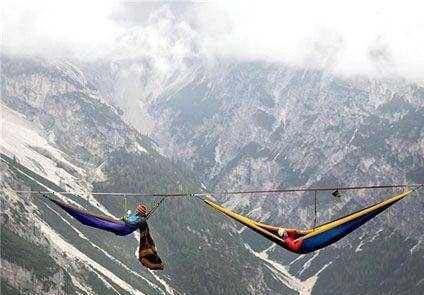 خوابیدن بین زمین و آسمان به مدت چند روز! عکس