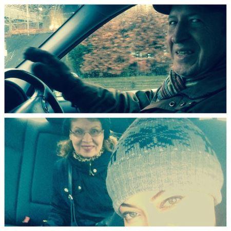 عکس های نیکی کریمی در لندن با پدر و مادرش