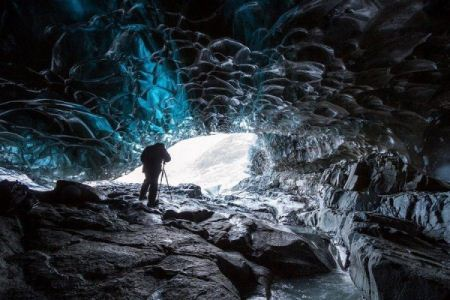 عکس های بسیار دیدنی از غار یخی در ایسلند