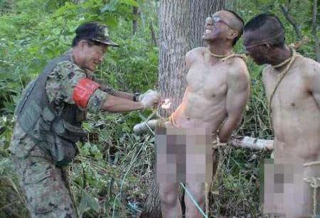 بستن بیضه های سربازان به درخت برای آموزش ! (عکس)