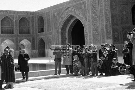 سفر ملکه انگلیس به ایران در سال 1339 (عکس)