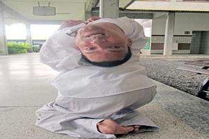 عجیب ترین مرد دنیا با سری وارونه (عکس 18+)
