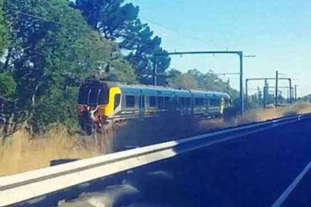 شیرین کاری خطرناک این دو پسر با قطار (عکس)