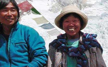 فتح ناباورانه قله اورست توسط پیرزن 73 ساله (عکس)