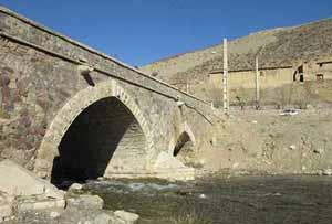 پل زیبای دلیچان از آثار ملی ایران