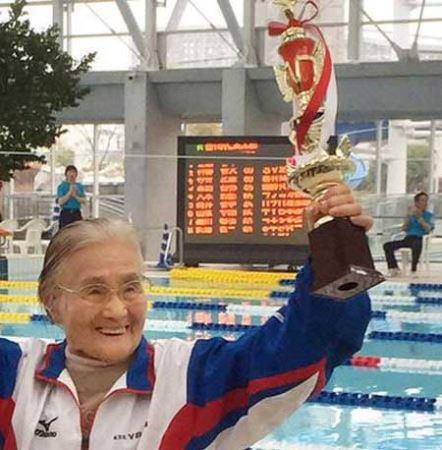 زن 100 ساله جوان رکورد دنیا را شکست (عکس)
