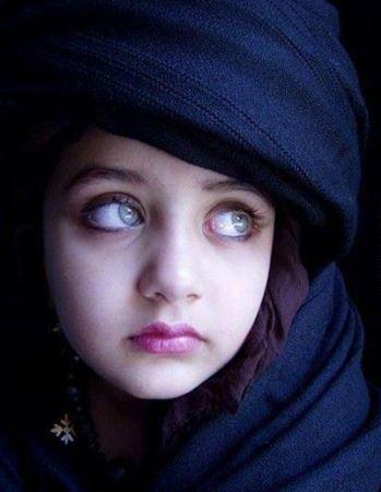 دختر افغانی صاحب زیباترین چشم های دنیا (عکس)