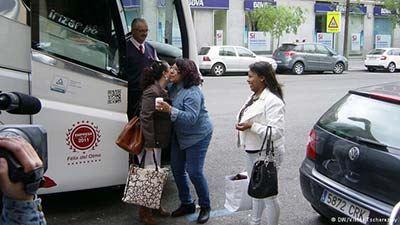 اتوبوس زنان ویژه مردان روستایی مجرد در اسپانیا!! (عکس)