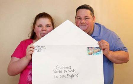 پدر و دختری با پهن ترین زبان دنیا (عکس)