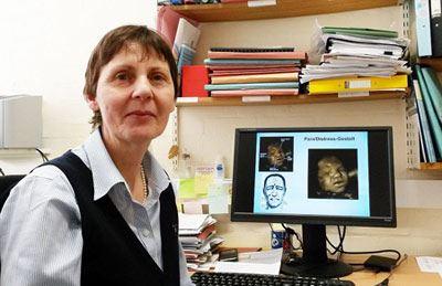 عکس های تکان دهنده وحشت جنین هنگام سیگار کشیدن مادر!