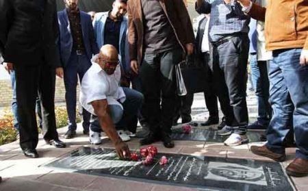 حضور رونی کلمن در گلزار شهدا (عکس)