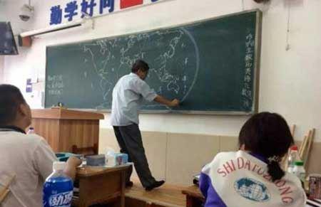 باورنکردنی از حرفه ای ترین معلم جغرافی دنیا (عکس)