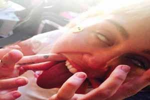 شکلک عجیب مایلی سایرس بدون آرایش همه را شوکه کرد!