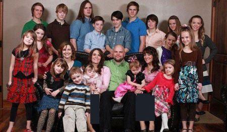 مردی که همزمان با 2خواهر دوقلو و دختر خاله شان ازدواج کرد! عکس