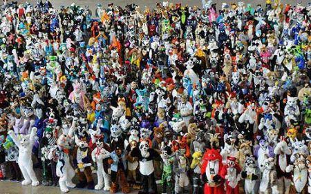 تجمع دیدنی آدم عروسکی ها برای رکود گینس (عکس)