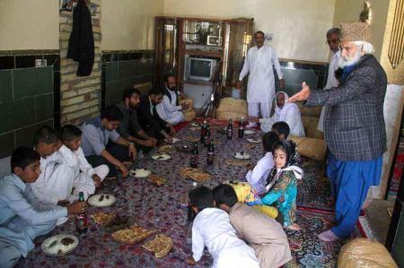 جنجال پیرمرد ایرانی با عجیب ترین جمعیت خانواده (عکس)