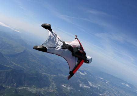 پرواز خطرناک پسرهای جوان مثل پرندگان ! (عکس)