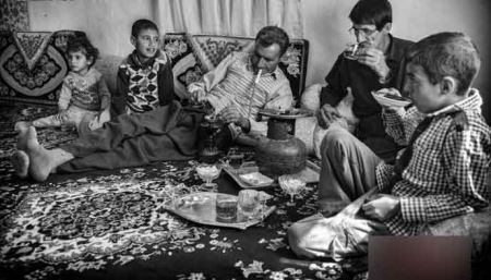 عکس های تکان دهنده خانواده معتاد به تریاک از کودک تا مادربزرگ!