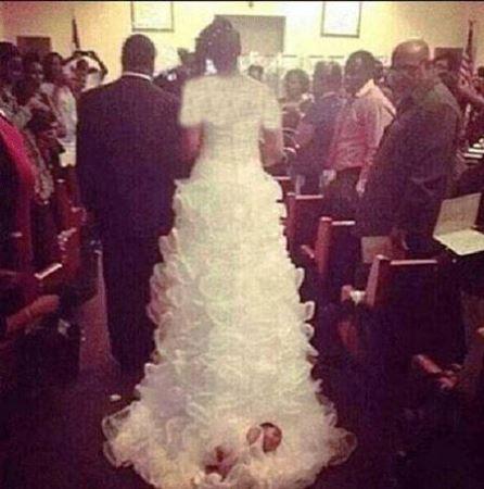 اقدام عجیب عروس خانم با فرزندش در مراسم عروسی!! عکس