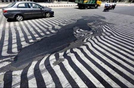 آب شدن وحشتناک آسفالت خیابان بخاطر گرمای زیاد در هند (عکس)