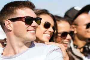 مشخصات عینك استاندارد،كدام رنگ عینك آفتابی مضر است؟،توصیههای عینكی