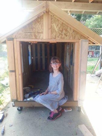 شگفتی جهان از اقدام دختر 9 ساله (عکس)