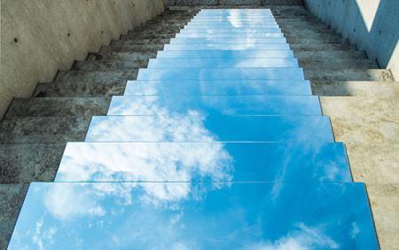 هنرمند ایرانی و ثبت عکس های جادویی با آیینه !