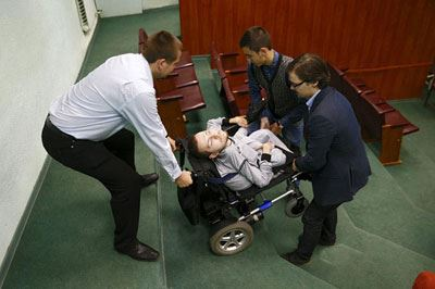 مرد جنجالی که می خواهد سرش را به بدنی دیگر پیوند بزند! (عکس)