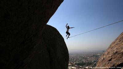 اسلکلاین تفریح ترسناک و حفظ تعادل در تهران (عکس)