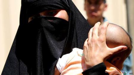 جنجال بارداری دختری برای بار دوم از پدرش ! (عکس)