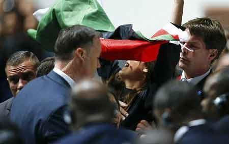 دختری که کنگره ی فیفا را به جنجال کشید (عکس)