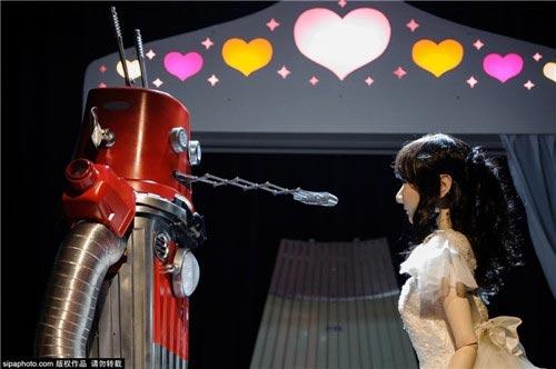 ازدواج جنجالی دو روبات با هم در ژاپن !! (عکس)