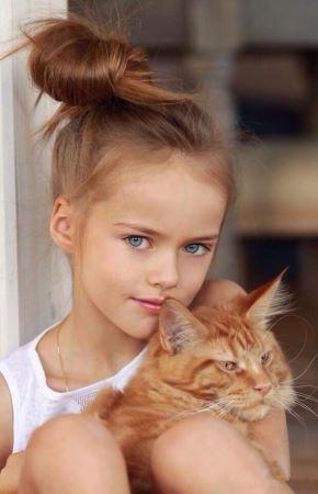 عکس های دختری با چشمان آبی لاجوردی و ظاهری فرشته مانند