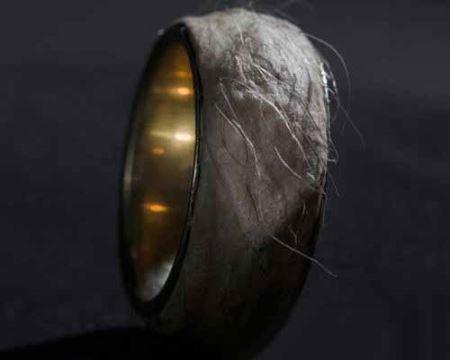 طراحی عجیب یک حلقه ازدواج با پوست انسان ! (عکس)