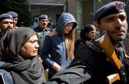 محاکمه جنجالی سوپر مدل زیبای پاکستانی (عکس)