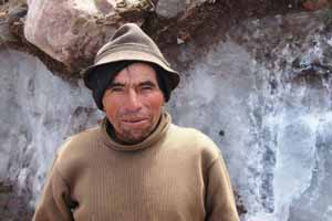 شغل مقدس یک یخ فروش ! عکس