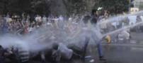 تظاهرات و درگیری با پلیس بخاطر گرانی! (عکس)