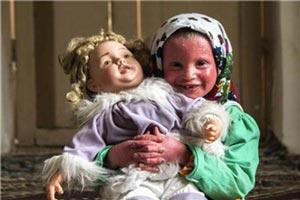 دختر ایران که از بدنش خون جاری می شود (18+ عکس)