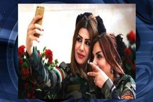 سلفی دختران جذاب و پیشمرگه قبل از نبرد با داعش (عکس)